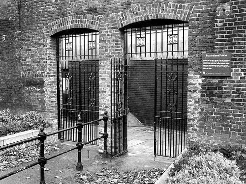 Marshalsea Gates by Russel Kenny (CC-BY-SA 3.0)
